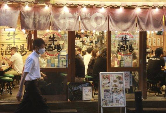 일본, 오늘부터 긴급사태 4개 지역 추가…술 판매 중단
