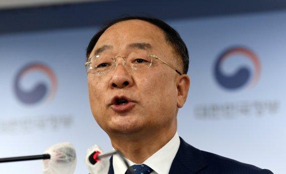 """홍남기 """"연간 4.2% 성장률 목표 달성 한 걸음 더"""""""
