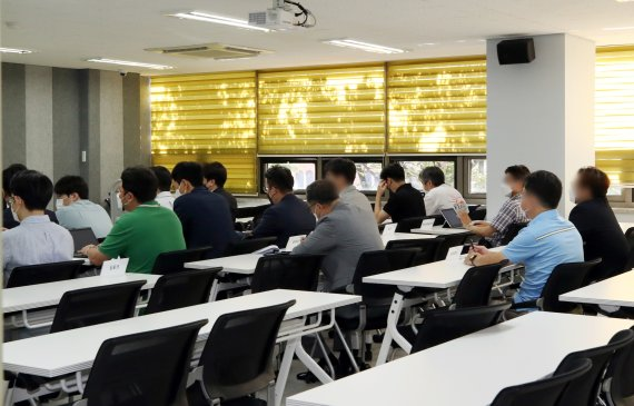 """플랫폼규제 논란...금융당국 """"핀테크 업체에 보완책 주문"""""""