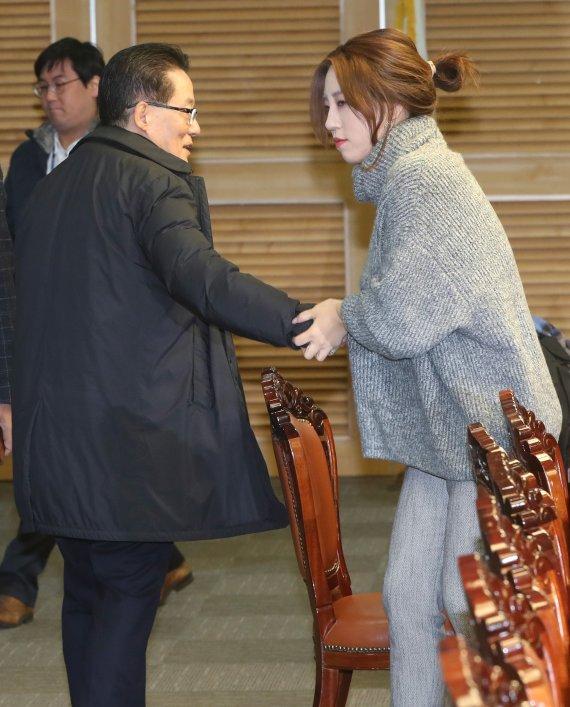 조국 '박지원 휴대폰 말하기 전에 윤석열·한동훈·김웅부터' 공감