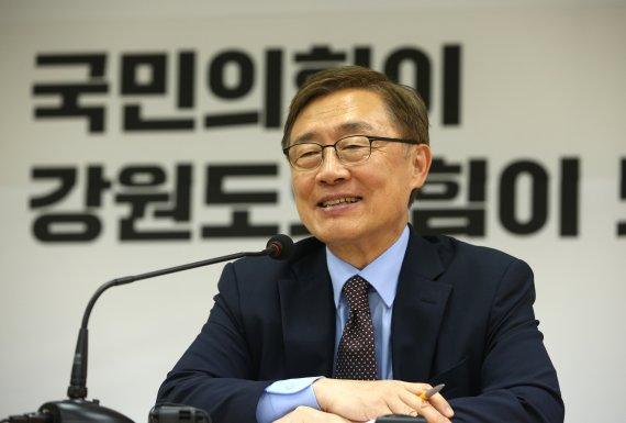 """최재형, 캠프 해체선언 """"대선 포기 아닌 새 길 모색"""""""
