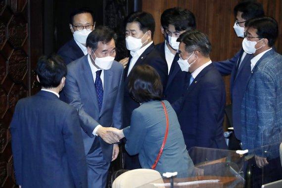 이낙연 '의원 사직안' 결국 수용...본회의 통과
