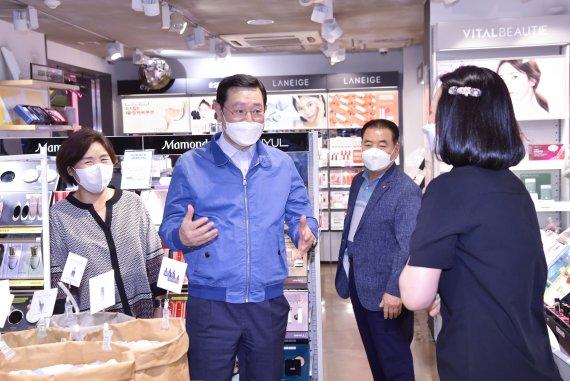 """이용섭 시장, 금남지하도상가·대인시장 상인과 현장소통…""""적극지원"""""""