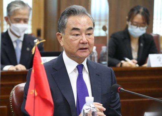 """中 왕이, 北 탄도미사일 발사에 """"악순환 없도록 관련국 자제해야"""""""