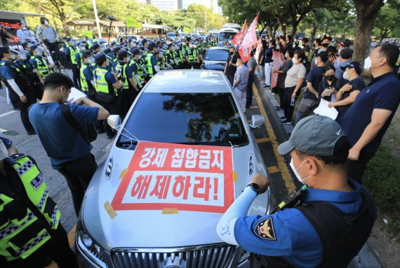"""유흥주점 업주들 """"코로나보다 무서운 정부""""…차량시위 '포기'"""