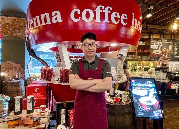 """""""커피 맛에 반해 창업을 결정했습니다."""""""