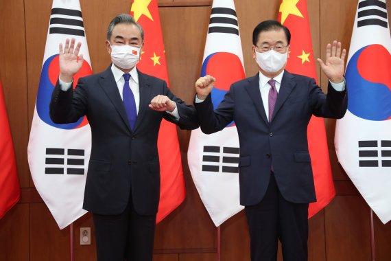 韓·中 외교장관 '北 군사행동, 남북관계 도움 안돼' 공감
