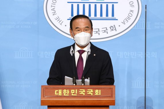 경찰, '특혜 수주 의혹' 박덕흠 의원 관련 건설사 압수수색