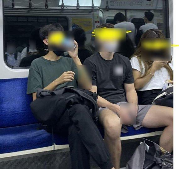 """""""지하철서 턱스크에 캔맥주.. 마스크 쓰라 하니 욕설·폭행"""""""