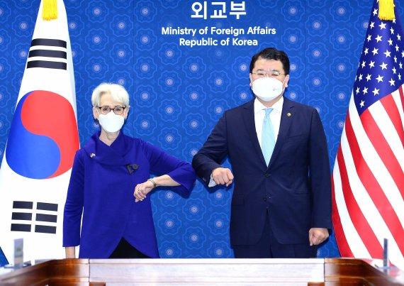 한미 북핵대표 이어 외교차관 통화…北 탄도미사일 발사 논의