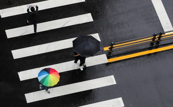 [오늘의 날씨] 충북·세종(16일, 목)…'찬투'로 비 최대 60㎜, 강풍도