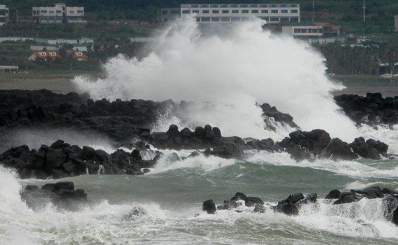 전북 태풍 찬투 영향 강풍과 풍랑…밤부터 비