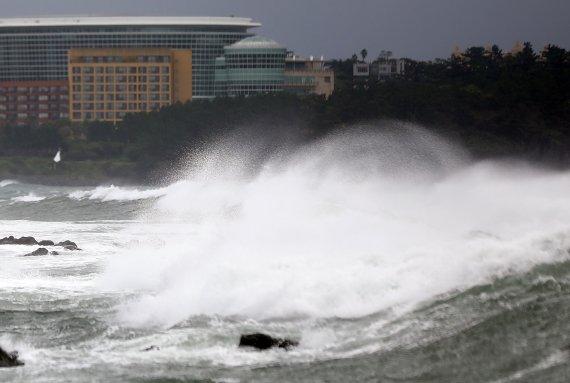 [오늘 날씨] '찬투' 영향 제주 400㎜ 폭우…전남·경남해안 80㎜ 큰비