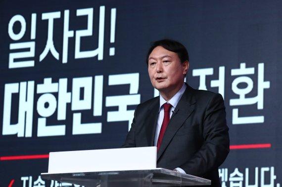 '또 설화냐 반전이냐' 윤석열, TV토론 시험대로…벼르는 홍준표·유승민