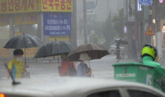 '태풍 영향' 광주전남 강풍·120㎜ 비…해상 태풍특보