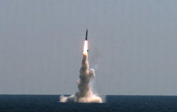 안보역량 '이정표' 세운 SLBM 개발…핵탄두 장착 못해 '한계'