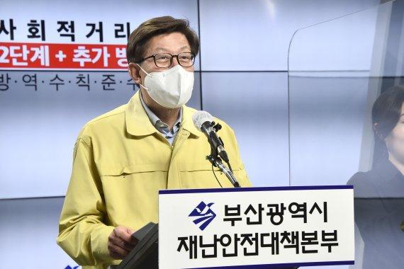 검찰, '박형준 명예훼손' 역사학자 전우용 무혐의 처분