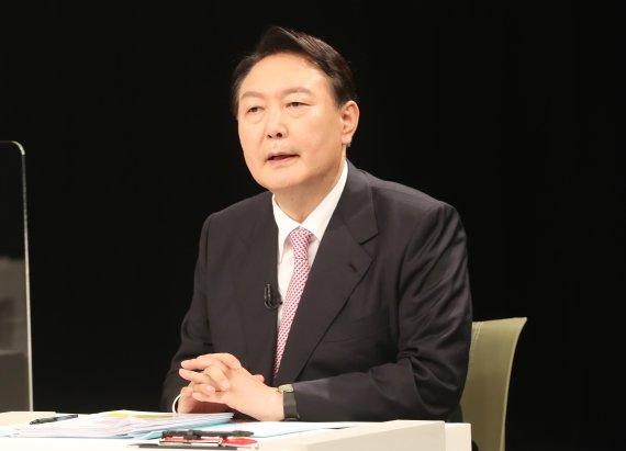 """법원 """"윤석열 전 검찰총장 정직 2개월 유지""""(종합)"""