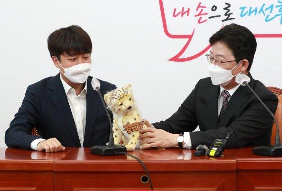 윤석열 저격수 유승민, 홍준표 '공격수' 자리도 빼았나