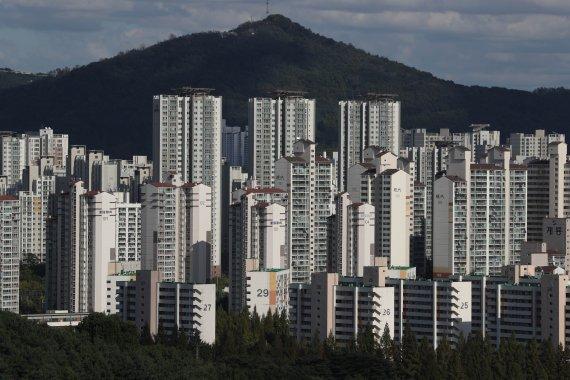 오름세 주춤한 서울 집값, 안정 국면까지 이어질까