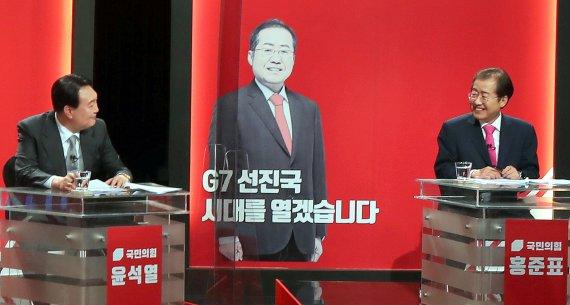 '상대 아성 허물기'…윤석열 '2030' 홍준표 '영남' 구애