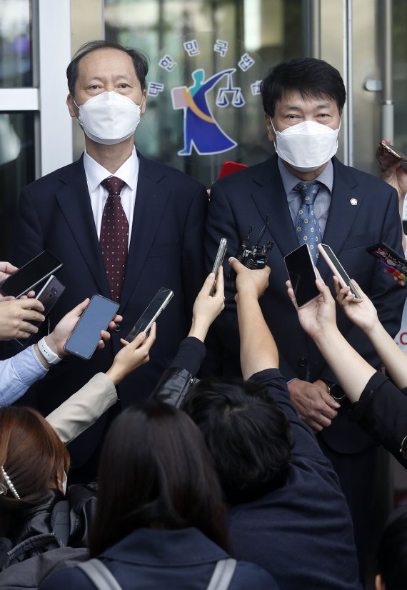 """法 """"부적절 '재판부 문건', 윤석열이 지시...정직 2개월도 가볍다"""""""
