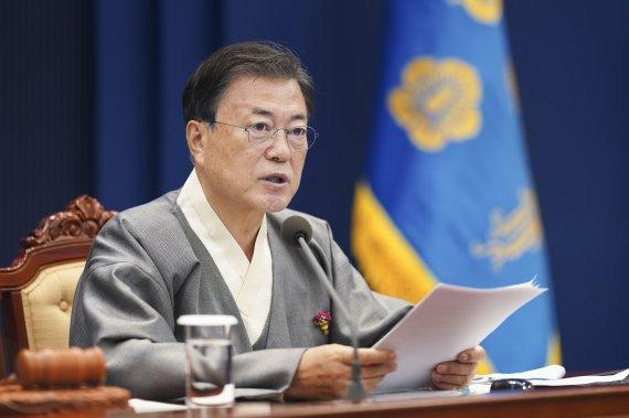 """文대통령 """"지방 소멸 위기…초광역협력으로 골고루 잘 살아야"""""""