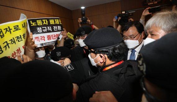 """[단독]'인국공 사태' 항의한 노조에 공사 임원, """"일벌백계"""" 엄포"""