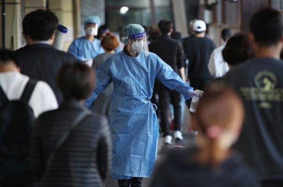 서울 오후 6시까지 573명 확진…누적 11만명 돌파