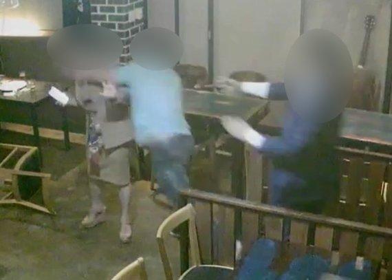 같은 술자리서 폭행 당하는 여성 외면한 경찰 간부·정치권 인사