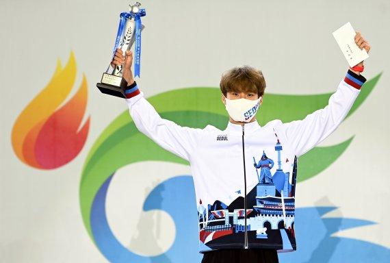 '한국신기록 2개' 전국체전, 성황리에 마무리…MVP는 '5관왕' 황선우