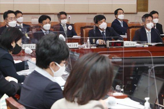 """""""유우성 공소권 남용"""" 대법 판단 앞세워 與공세…당시 부장검사 """"성찰"""""""