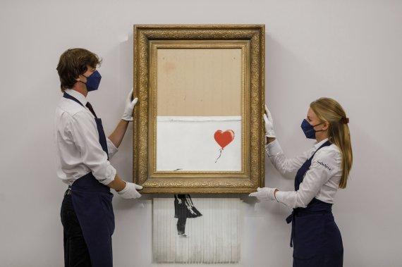 그림 절반이 파쇄됐는데..16억 낙찰받은 뱅크시 그림 300억 됐다