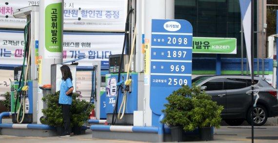 [단독]고유가에 알뜰주유소 신청 급증…10곳 중 4곳만 전환