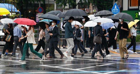 [오늘의 날씨] 강원(15일, 금)…영동 중심 빗방울, 강풍·안개 조심