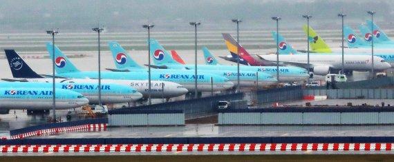 항공사들 고환율·고유가 '이중고'에 울상…수익성 먹구름