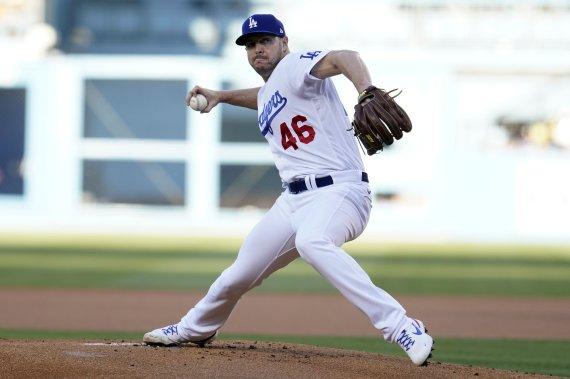 다저스, NLDS 5차전 선발 교체…유리아스 대신 오프너 투입