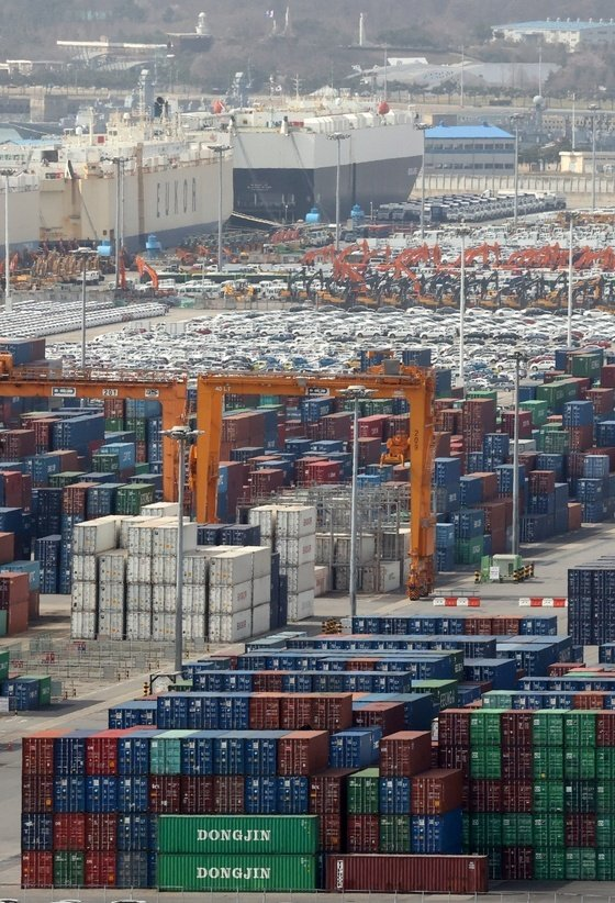 9월 수출 전년비 16.7% 증가한 558억달러…월 수출액 역대 1위 (종합)